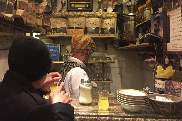 یک استکان چای در کوچکترین کافه دنیا