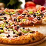 پیتزا و سوخاری مون لایت از محبوب ترین غذاهای این رستوران هستند