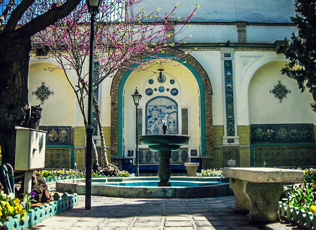 اندورنی باغ موزه مقدم