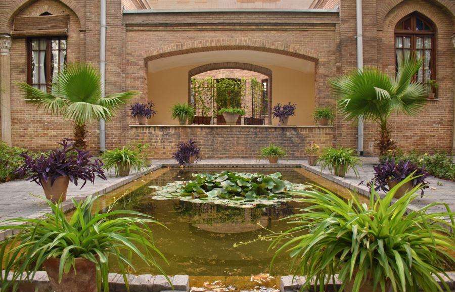 حیاط باغ موزه نگارستان