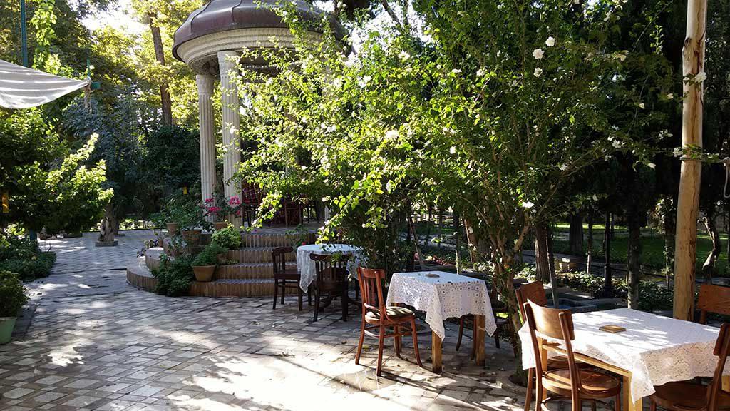 رستوران باغ نگارستان