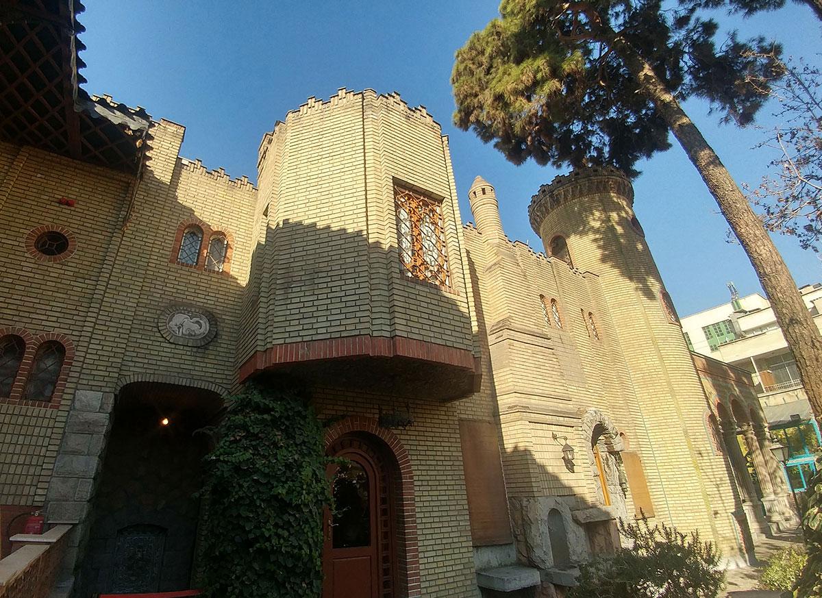ساختمان اربابی باغ موزه مقدم
