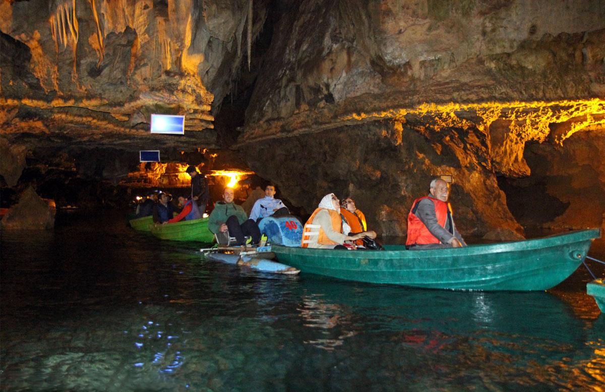 قایق سواری در غار