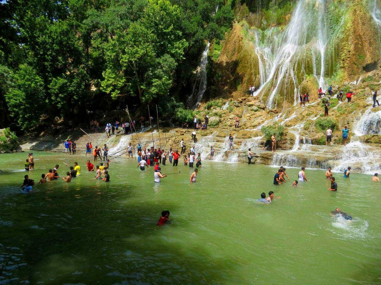 آب تنی در حوضچه آبشار بیشه