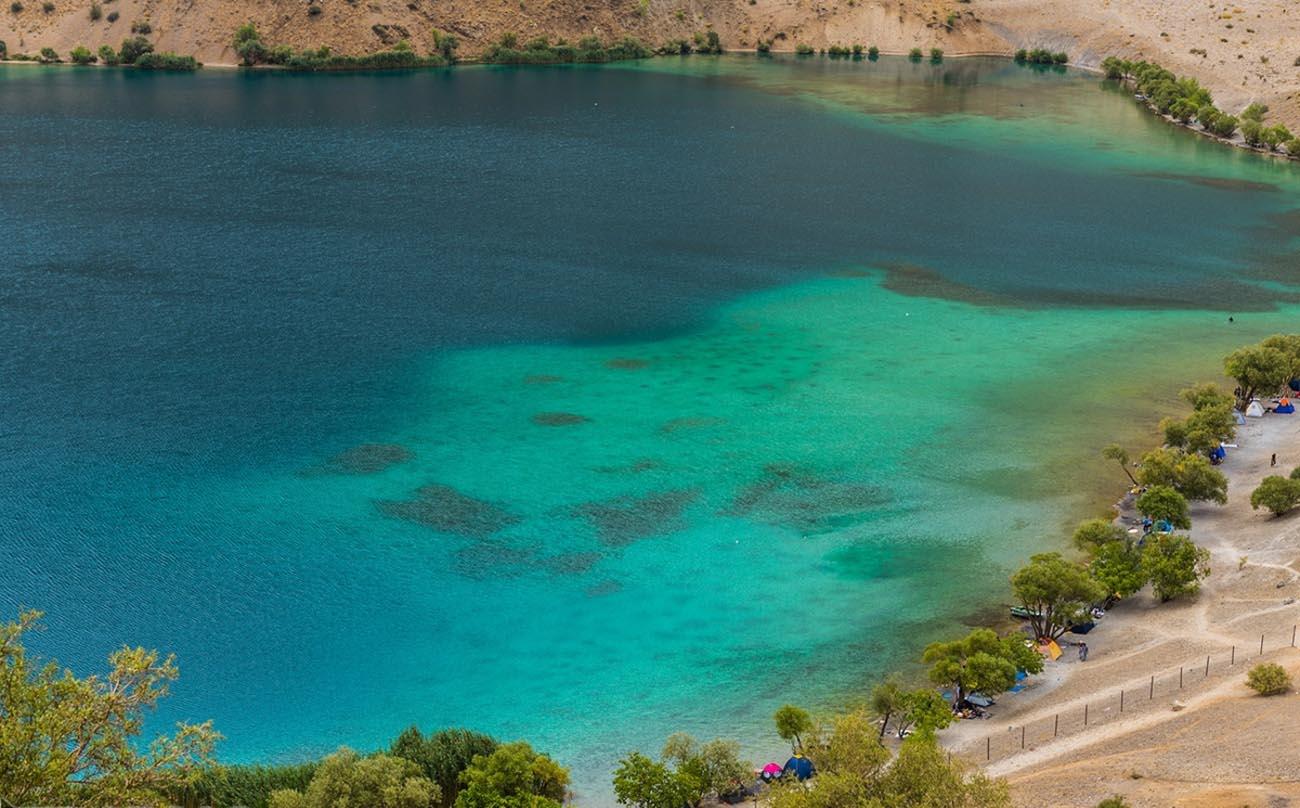 نمای نزدیک دریاچه