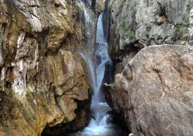 نمایی از آبشار گل آخور