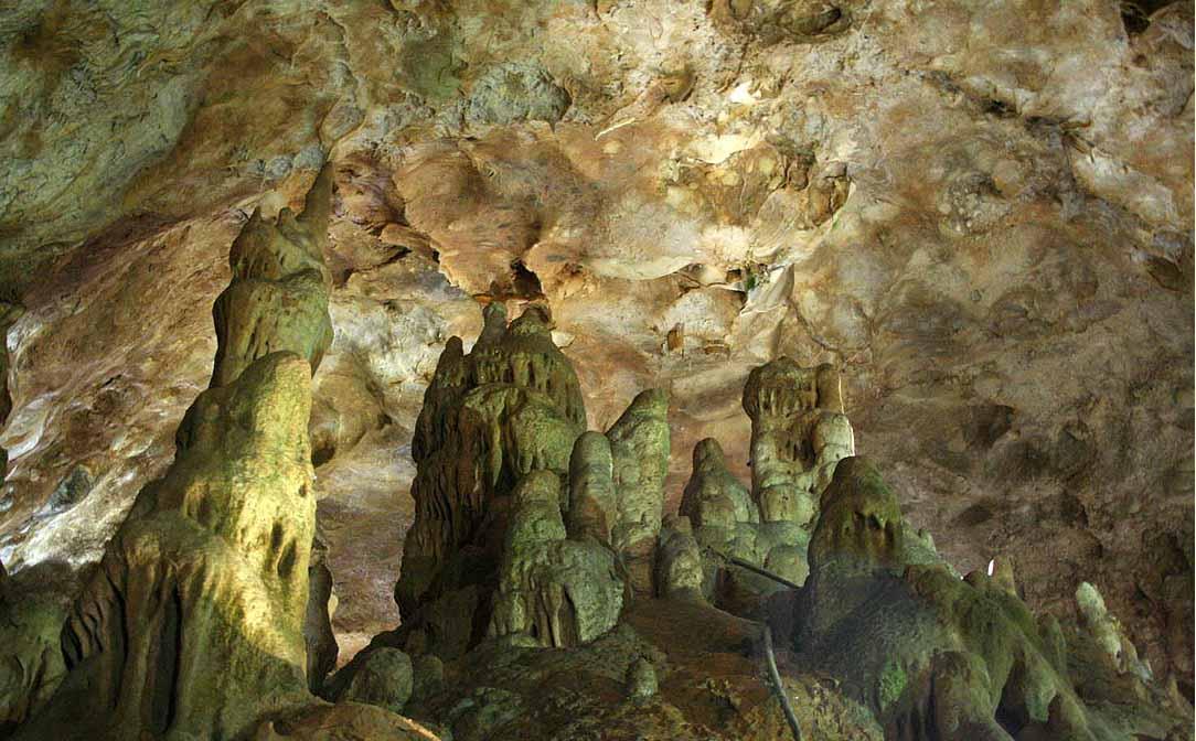اشکال داخل غار قوری قلعه