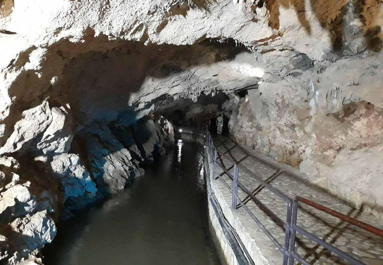 محوطه داخلی غار قوری قلا