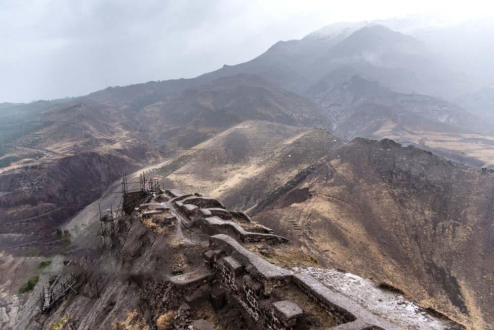 محوطه قلعه الموت