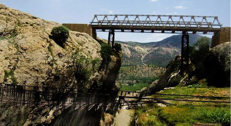 پل فلزی دره عشق