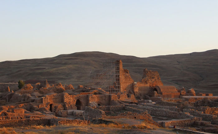 معماری تخت سلیمان
