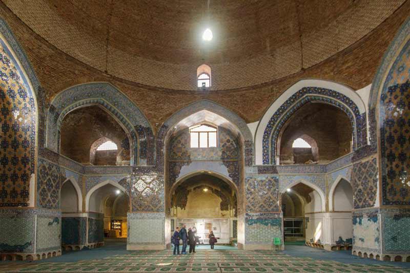 محوطه داخلی مسجد کبود