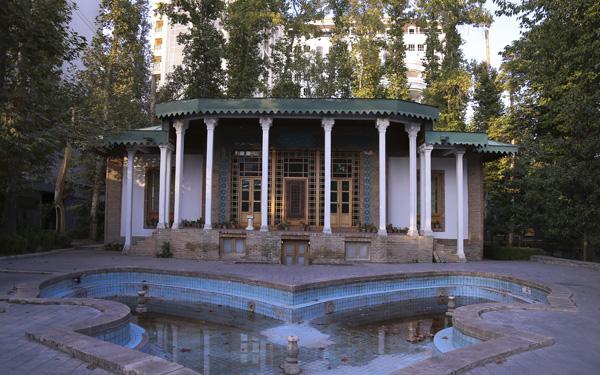محوطه باغ موزه هنر ایرانی
