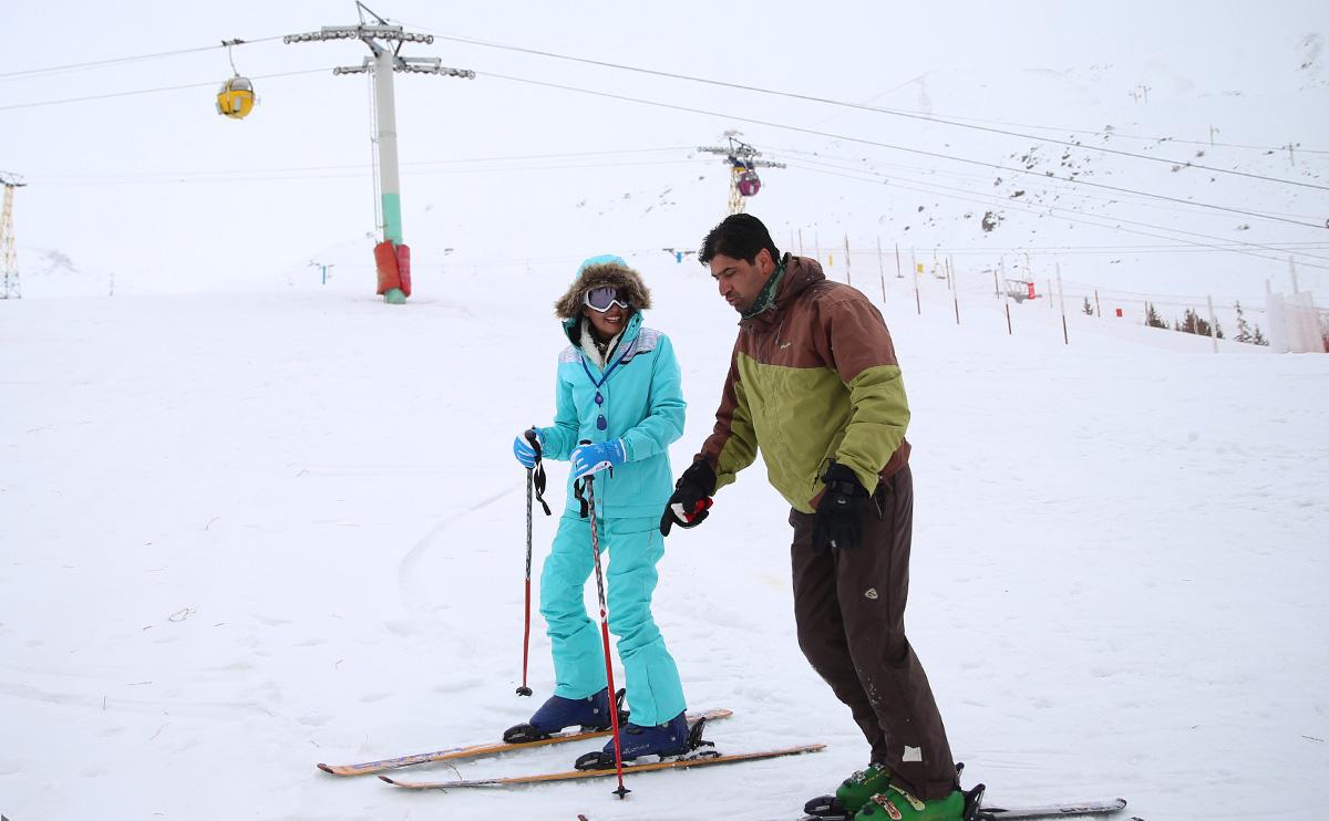 آموزش اسکی در پیست دیزین