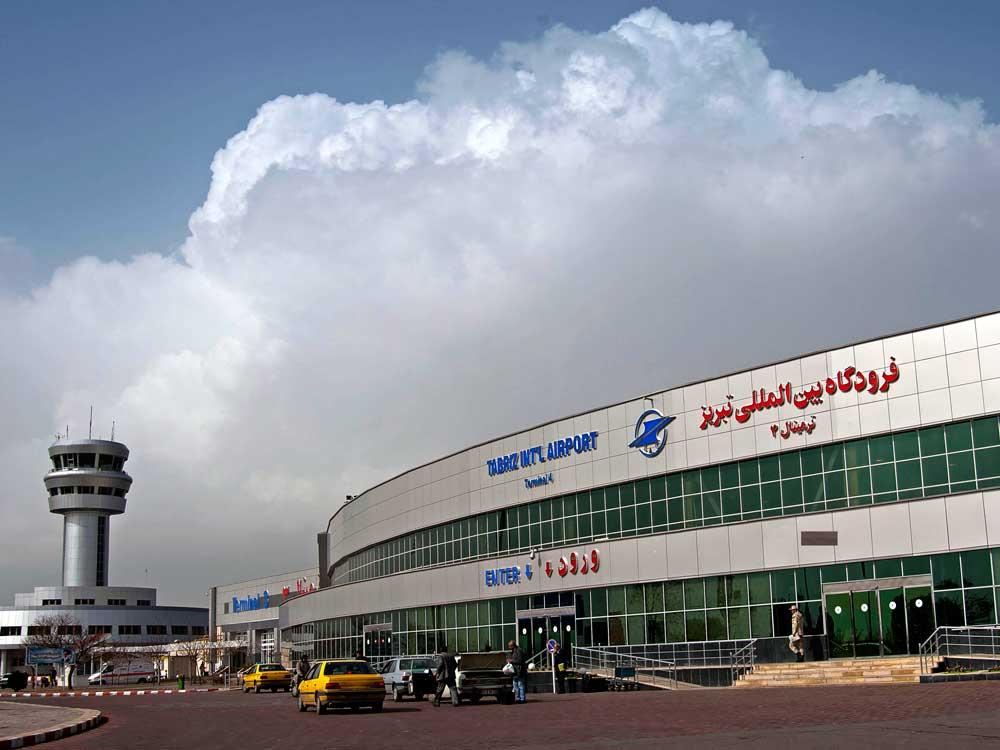 ورودی فرودگاه شهید مدنی تبریز