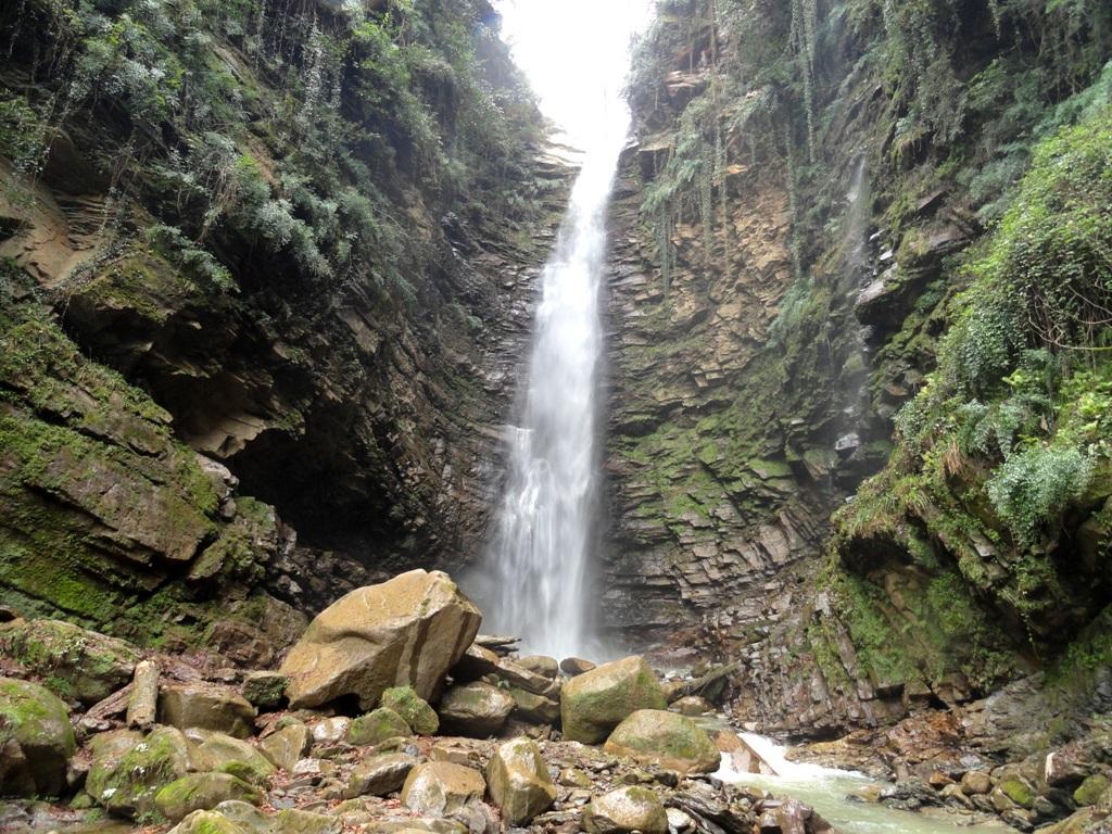 آبشار سیاه تاش