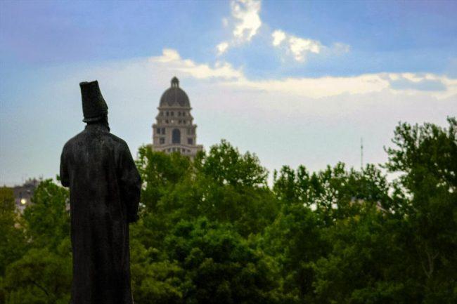 مجسمه امیرکبیر