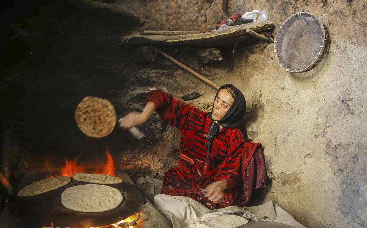 پختن نان در روستای سرآقا سید