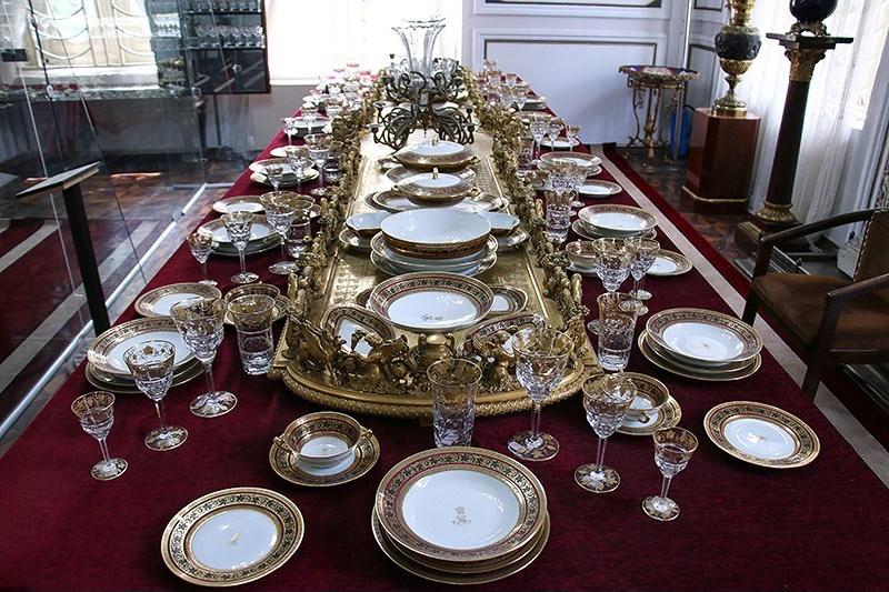 ظروف داخل کاخ