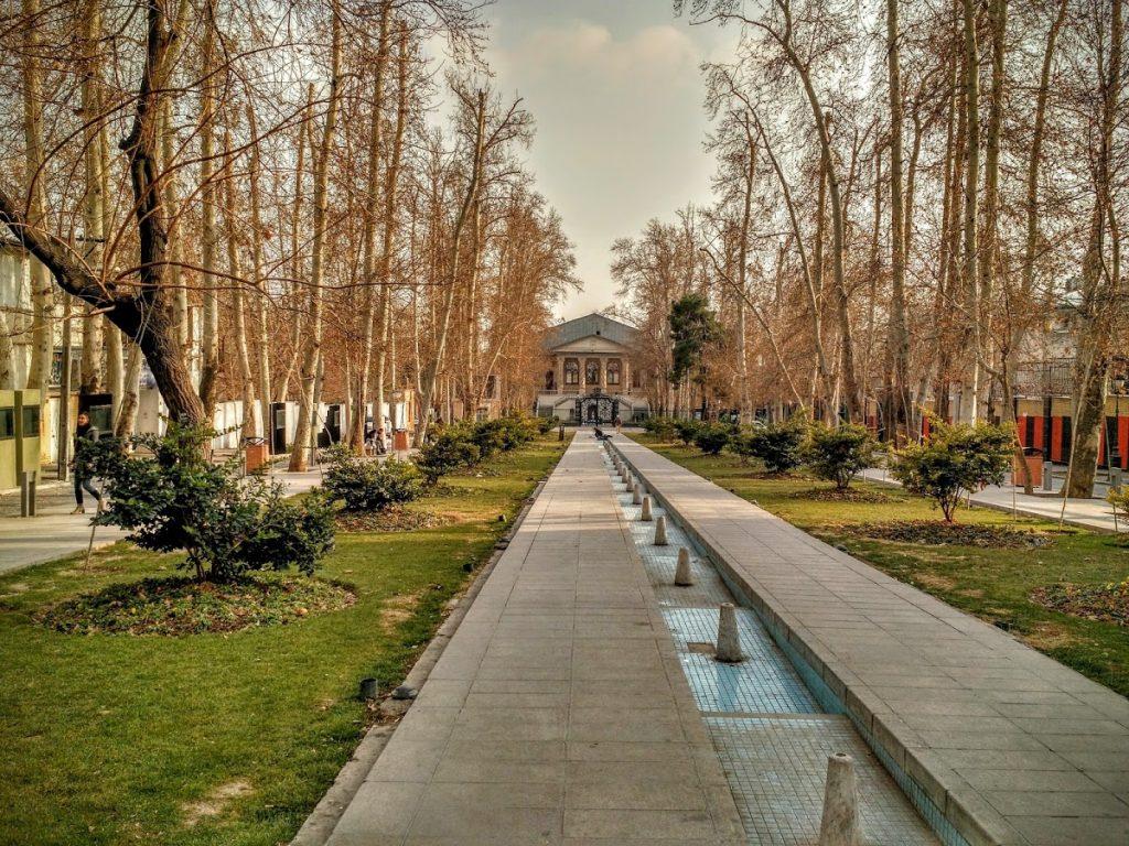 محوطه باغ فردوس