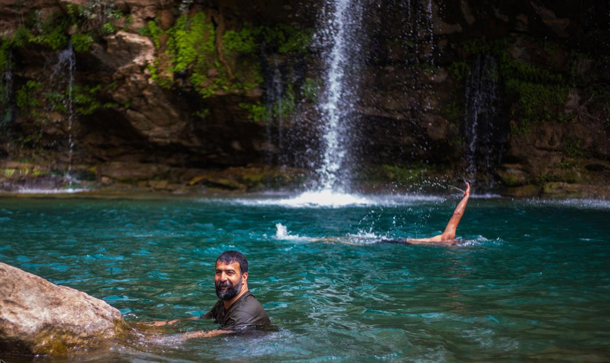 آب تنی در آبشار شوی