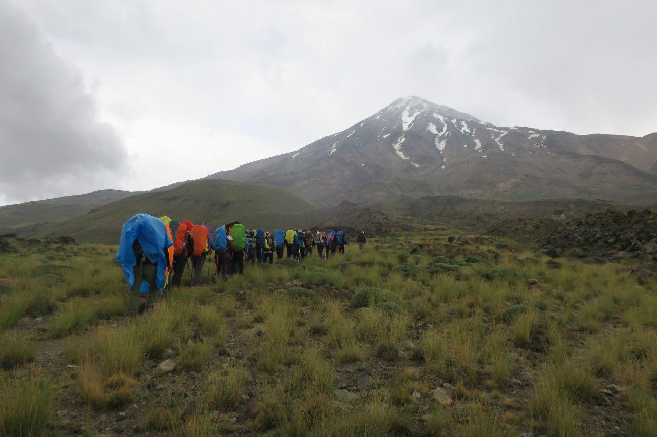 در مسیر رسیدن به قله دماوند