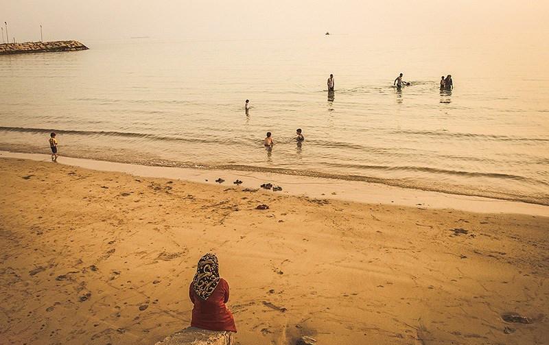 شنا در ساحل کنگان