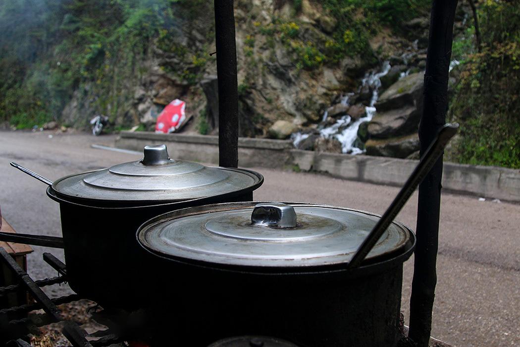 آلاچیق های نزدیک آبشار رویان