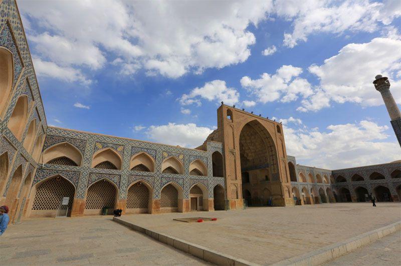 حیاط مسجد