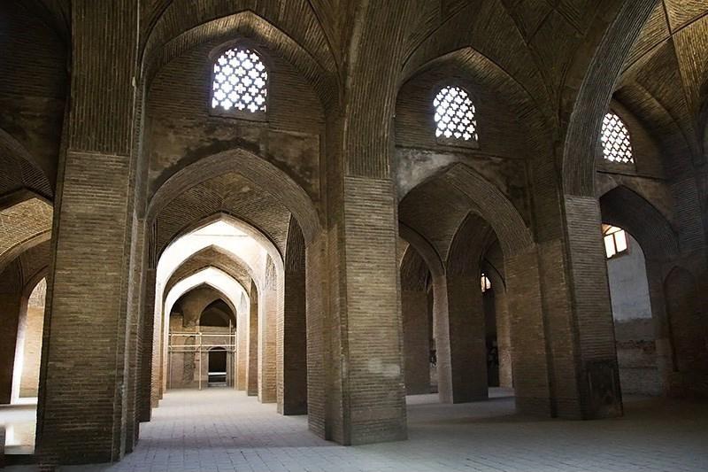 داخل مسجد جامع