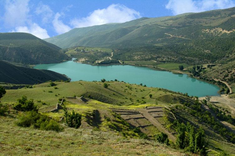 دریاچه از بالا