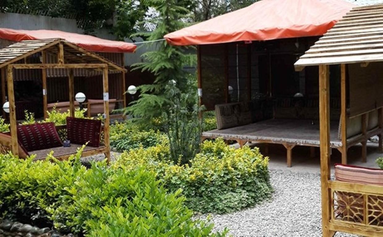 رستوران باغ طاووس
