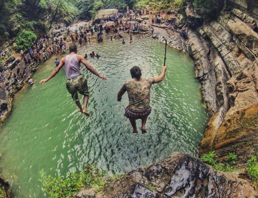 آب تنی در رودخانه