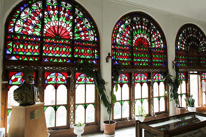 پنجره های خانه مشروطه