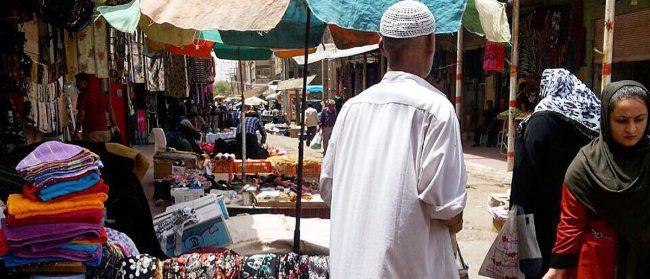 بازار دستفروش ها از جمله مراکز خرید اهواز