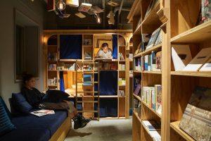 هتل کتابخانه در توکیو