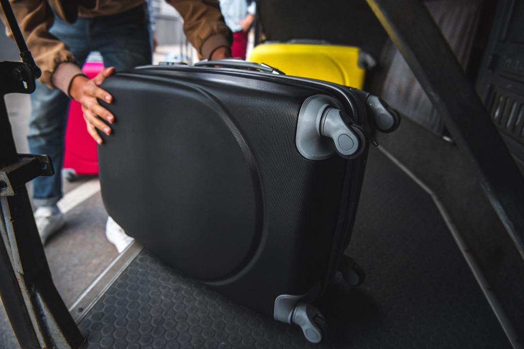 چمدان در اتوبوس