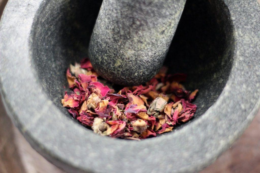 dried-rose-petals