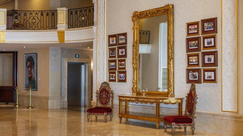 Inside Decoration of Espinas Palace