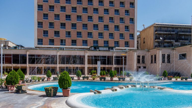 Homa hotel: outside view